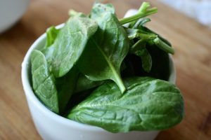 a cup of spinach leaves