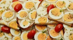 eggs and tomatos