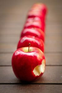 a row of Apples, which make a great Smart Carb choice