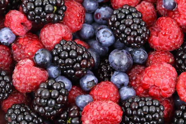 a pile of berries